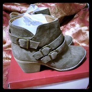 Shoes - Brown/taupe Booties. NWT!